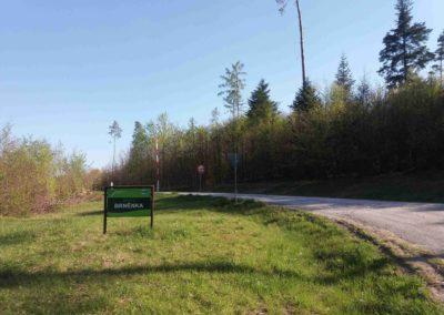Lesní cesta Brněnka - začátek u PR Čihadla