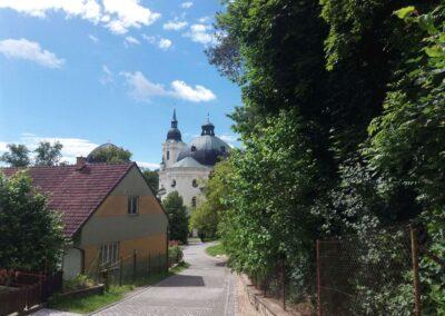 Santiniho barokní perla - kostel Jména Panny Marie ve Křtinách v létě