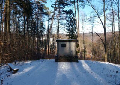 Památník Leopolda Grabnera - česká část v zimě